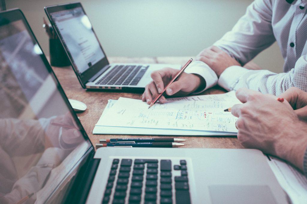 Hoe voer je als belegger in vastgoed een VvE-onderzoek uit?
