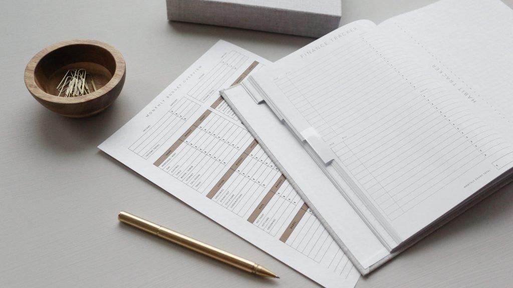 Budget op papier zetten.